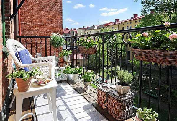 white and blue outdoor decor, white outdoor furniture and blue pillows for balcony decorating