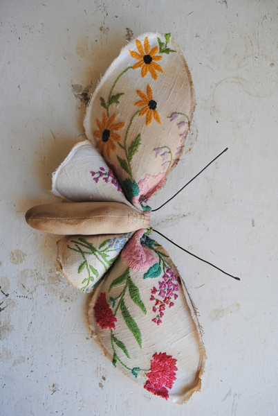 Vintage style mushrooms and butterflies decorations for Recycled home decorations