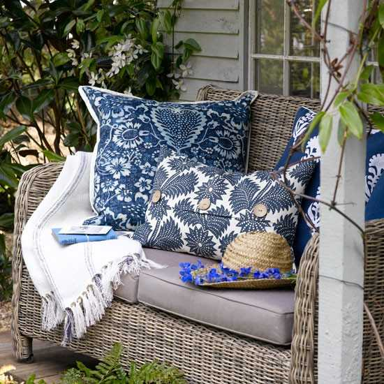 decorative pillows for outdoor bench