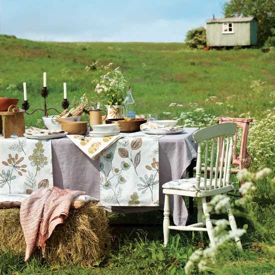 outdoor table linens for summer party table decorating