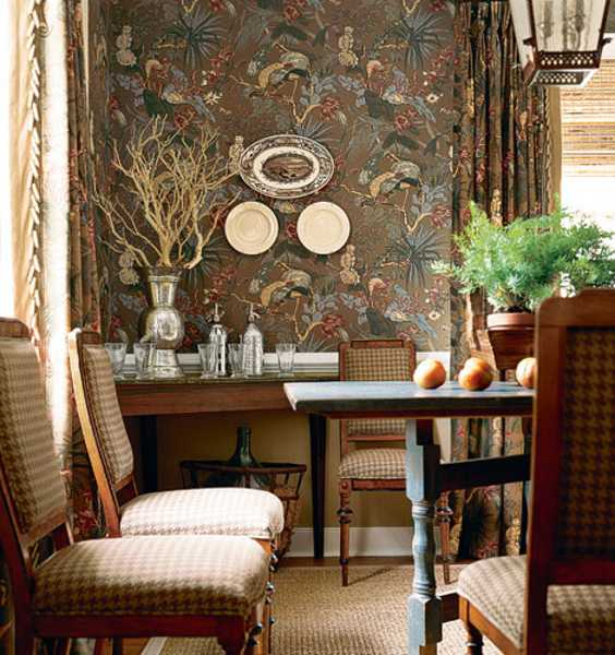 wallpaper and room furniture in colonial style