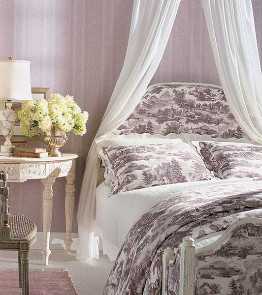 bedroom decorating in white and lilac colors