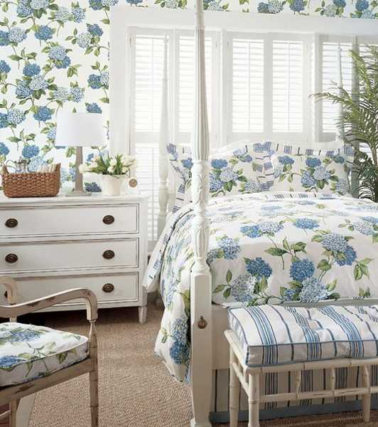 classic bedroom decorating in white and blue colors