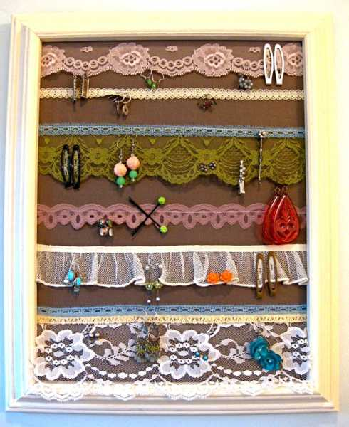 lace fabrics used to organize earings