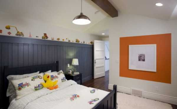 orange accent on wall for bedroom decorating