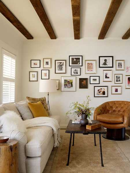 wall decorating with photographs