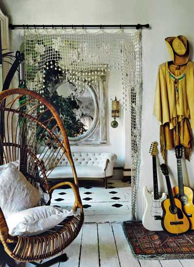 bogemian interior decorating with white golden colors