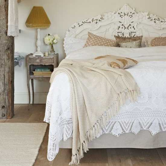vintage style for bedroom decorating