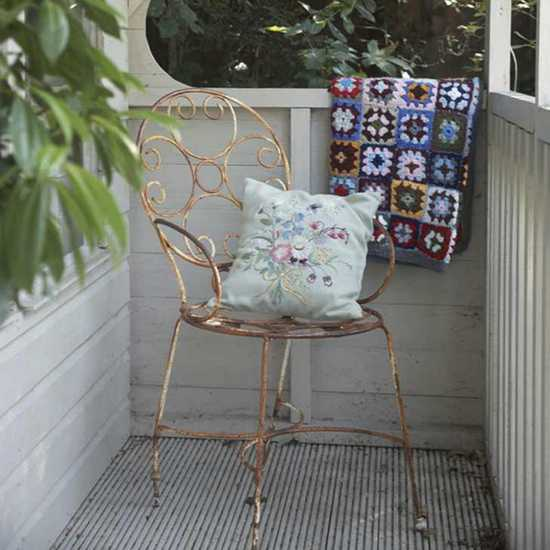 shabby chic ideas, chair, throw and pillow