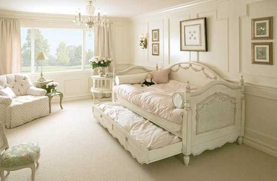 shabby chic bed and bedding