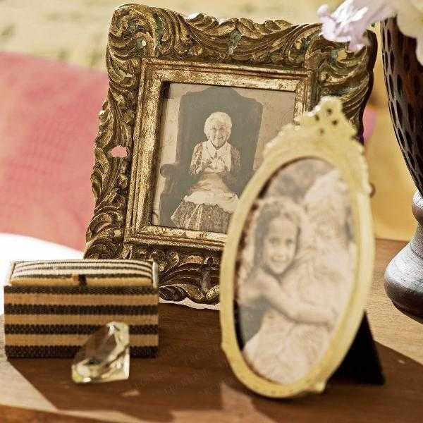 20 charming bedroom decorating ideas in vintage style antique picture frames - Antique Bedroom Decorating Ideas