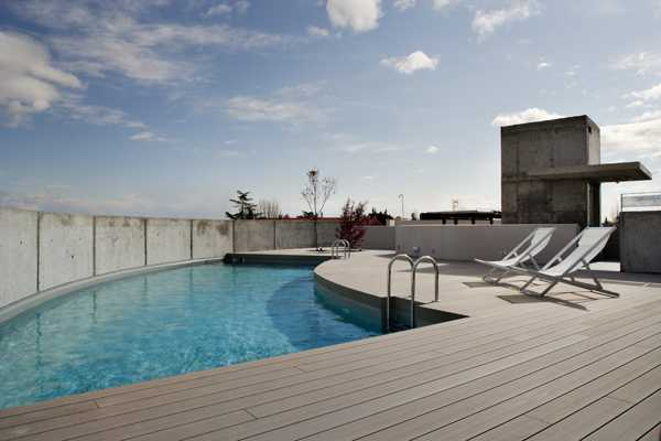 outdoor swinning pool