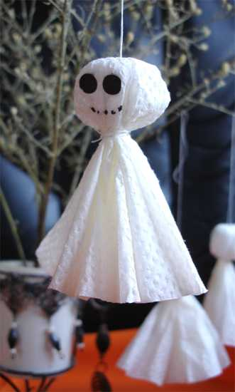 handmade ghosts, halloween decorations