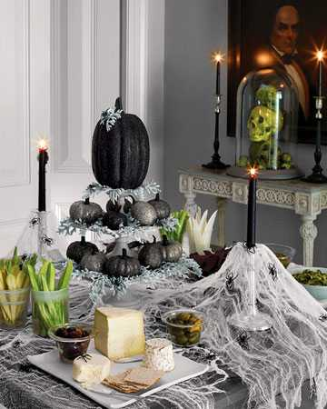 black pumpkin table centerpiece