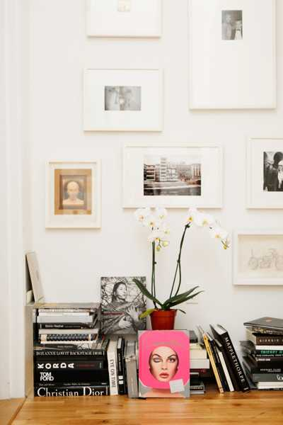 black and white decorating with pink accent