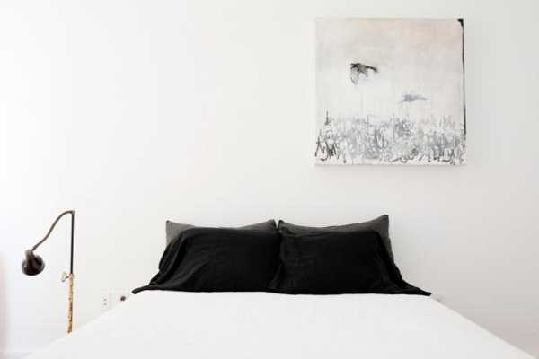 black and white decorating for bedroom