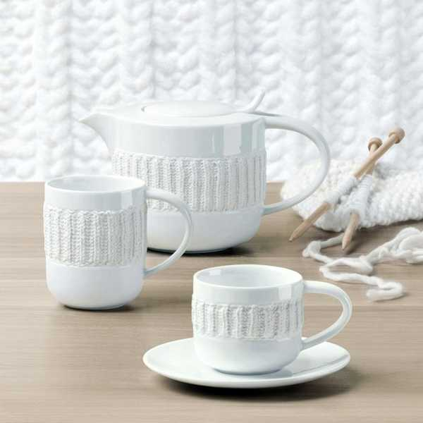 coffee mugs with knitted cup holders