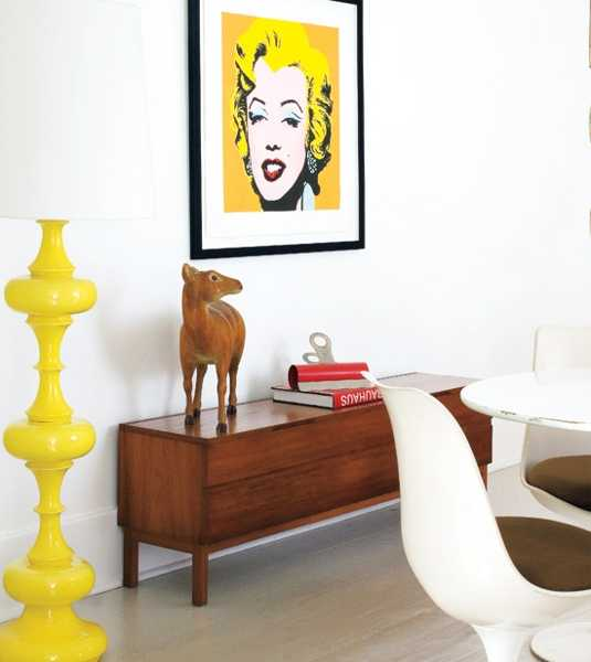 yellow color for room decorating