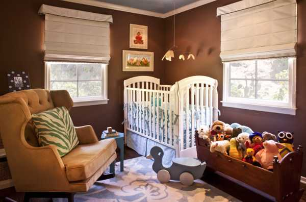 baby bursery decor and brown wall paint