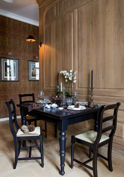 wooden wall panels and vintage furniture for dining room decorating