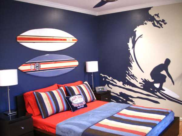 surfing themed bedroom decorating in red and blue colors. Bedroom Decorating Ideas for Sportsmen  Creative Bed Headboards