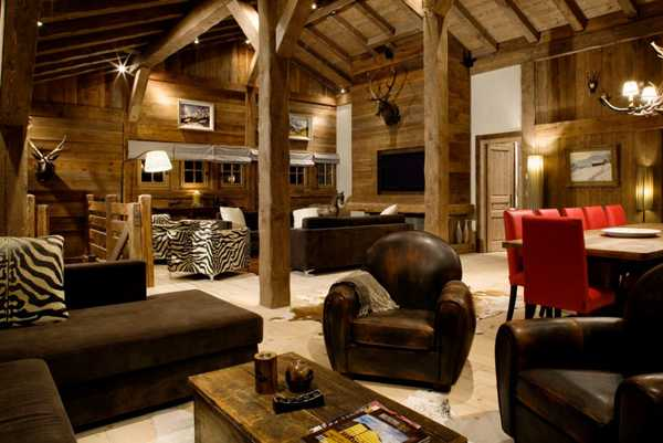 wood posts and ceiling beams