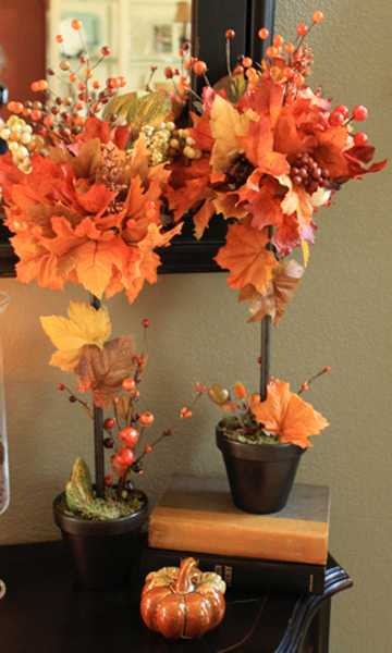 thanksgiving table centerpiece ideas with fall leaves