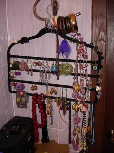 repurposing hangers for jewelry organizers