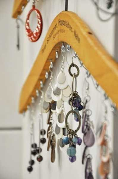 hander with hooks for jewelry storage