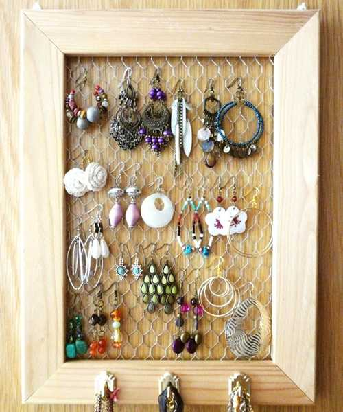 recycling old wooden frame for bedroom organizer