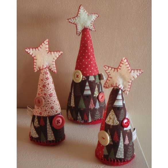 handmade christmas decorations, miniature christmas trees made with fabrics and buttons