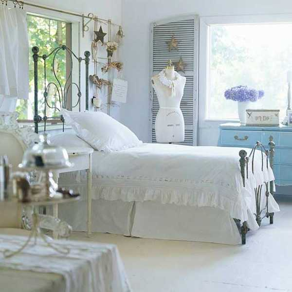 11 secrets of modern bedroom decorating calming and for Cottage style bedrooms