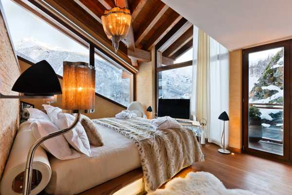 bedroom design with ceiling beams