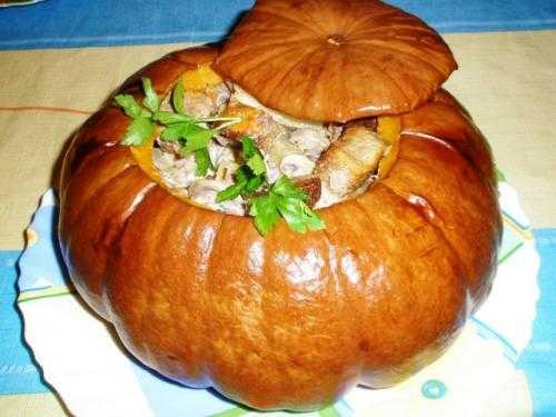 meal prepared in pumpkin, thanksgiving table centerpiece idea