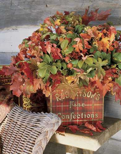 fall leaves for thanksgiving table decoration