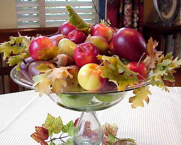 glass vase with apples for thanksgiving decorating
