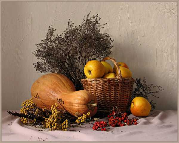 gourds and apples for thanksgiving table centerpiece