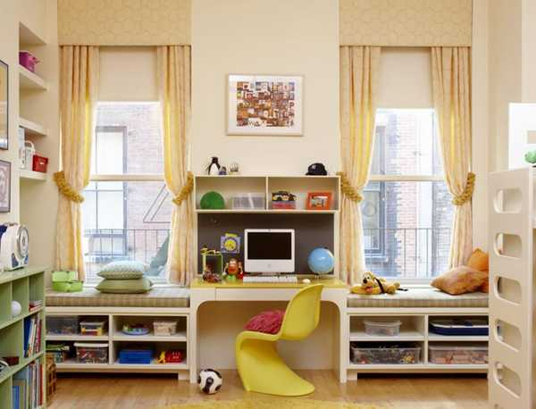 kids room decorating with two window bench seats