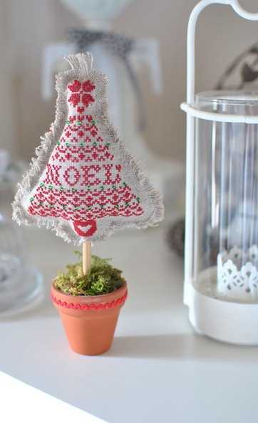 miniature christmas tree with embroidery