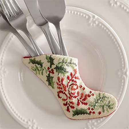 christmas centerpiece ideas with embroidery in vintage style