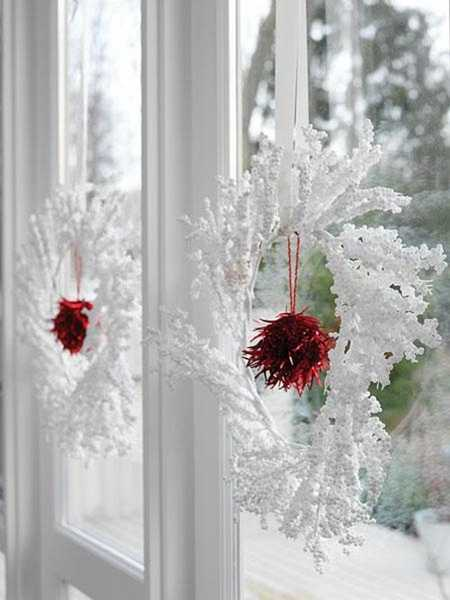 white christmas wreaths for window decorating