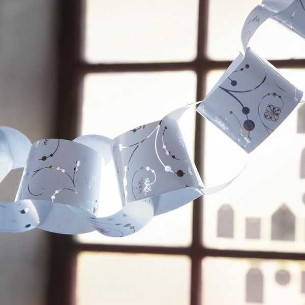 paper crafts, making christmas garlands