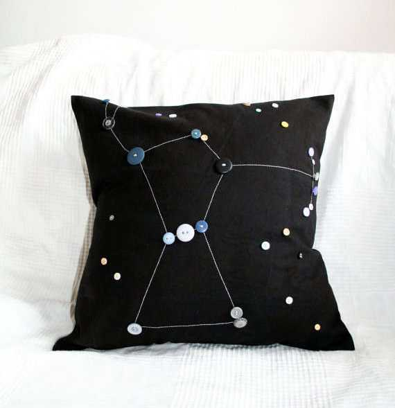 making pillows with fabric and buttons