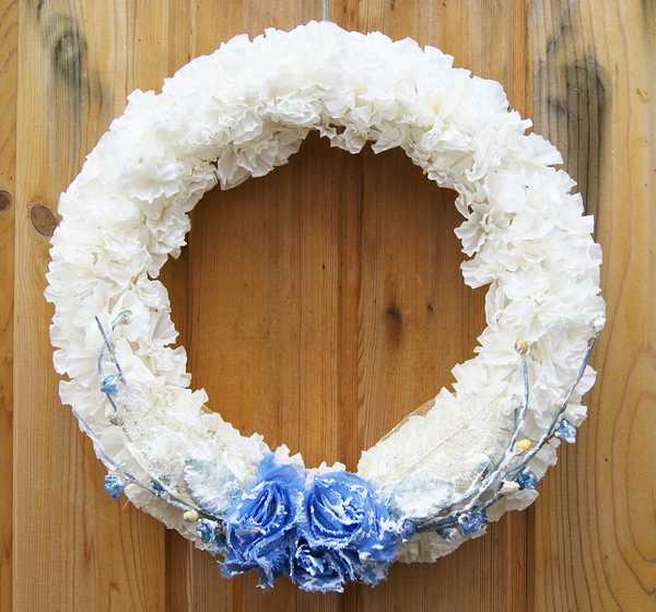 making wreaths for wall decorating