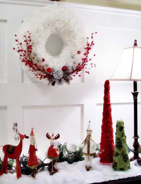 christmas crafts, wall wreath with red berries