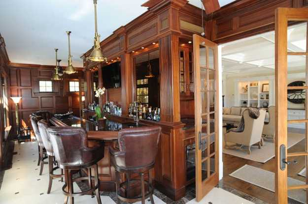 Traditional Home Decorating Style Leather And Wood Furniture Wooden Floor And Wall Panels Home Bar Design In Classic Style
