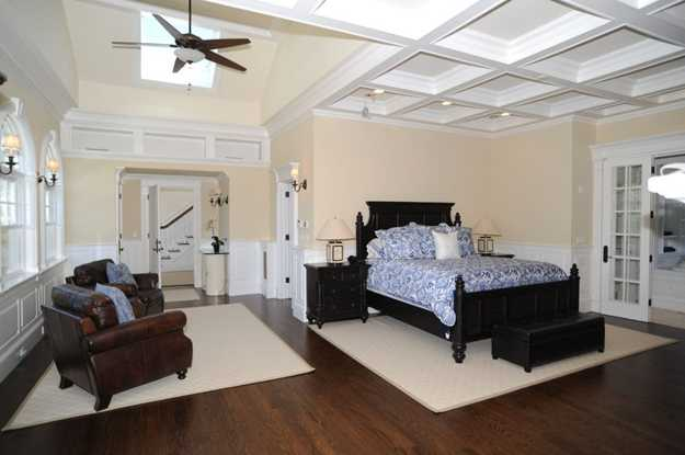 bedroom decorating with wood furniture and white floor carpets