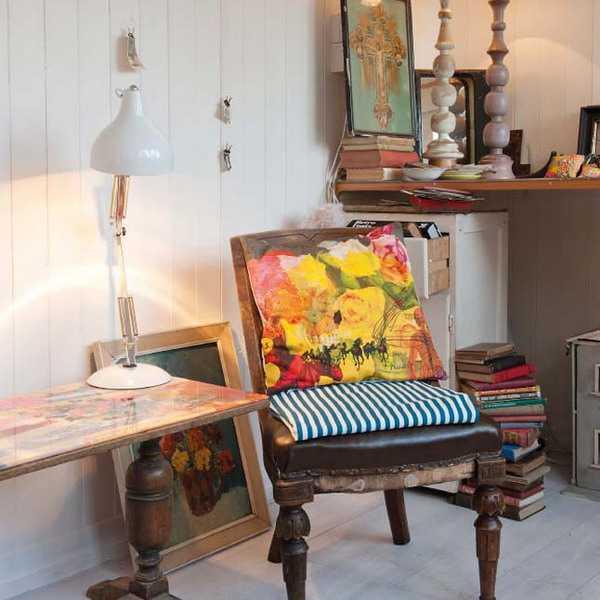 cintage furniture and artworks