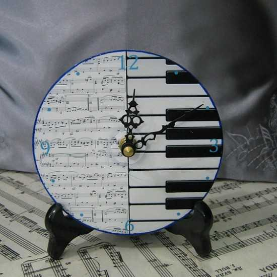 Table clock with black and white stripes that look like piano keyboard