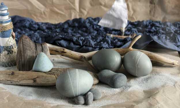 beach pebbles for interior decorating